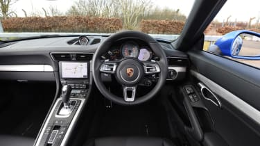 Porsche 911 Targa 2016 UK - interior