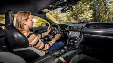 Ford Mustang Shelby GT500 - Vicky driving