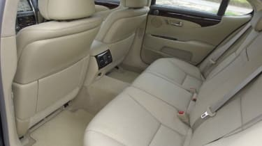 Lexus LS460 SE-L inside back