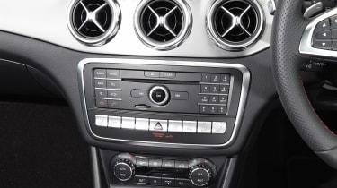Mercedes GLA facelift - centre console