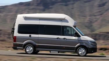 Volkswagen Grand California - side