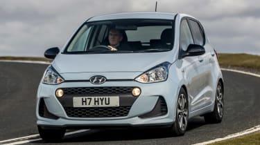 Hyundai i10 Play - front cornering