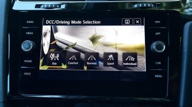 Volkswagen Golf - infotainment