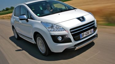 Peugeot 3008 HYbrid4 Limited Edition front tracking