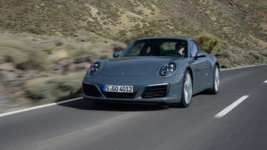 Porsche 911 Carrera 2015 front tracking