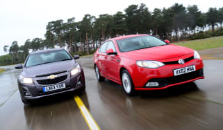 Chevrolet cruze vs MG6