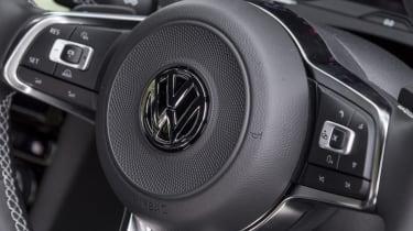 Volkswagen Arteon review - gold steering wheel
