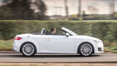 Audi TT Roadster 180 2016 - side tracking
