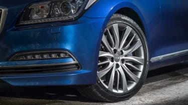 Hyundai Genesis UK 2015 wheel