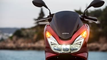 Honda PCX 125 review - indicators