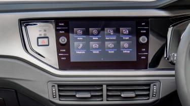 Volkswagen Polo 1.0 MPI - infotainment