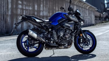 Yamaha MT-10 review - blue static