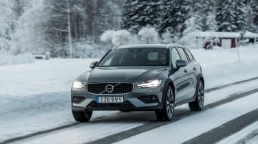 Volvo V60 Cross Country - front tracking