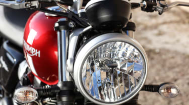 Triumph Street Twin review - headlight