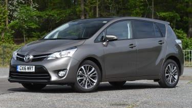 Toyota Verso 2016 - front quarter