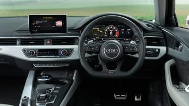 Audi RS 4 Avant - dash