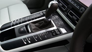 Porsche Macan - control