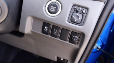 Mitsubishi L200 Barbarian SVP - buttons
