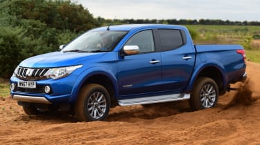 Mitsubishi L200 - off road side
