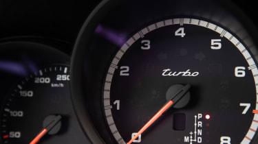 Porsche Macan Turbo - rev counter