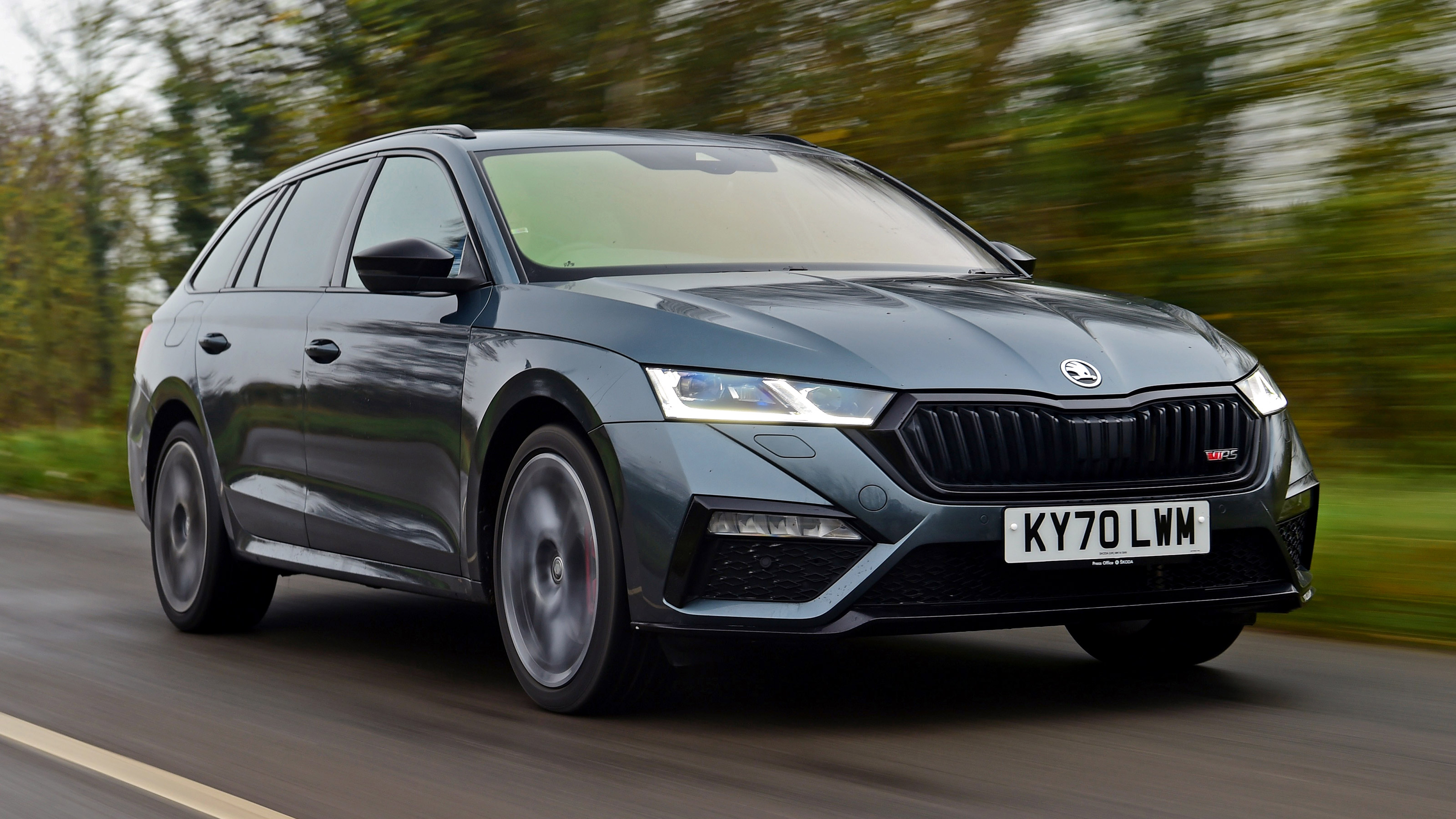 New Skoda Octavia Vrs Iv Estate 2020 Review Auto Express