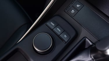 Lexus IS 300h - controls