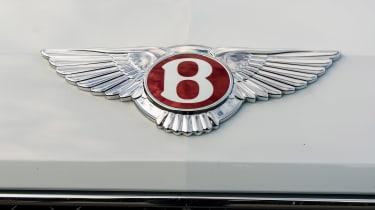 Bentley Flying Spur V8 S - Bentley badge