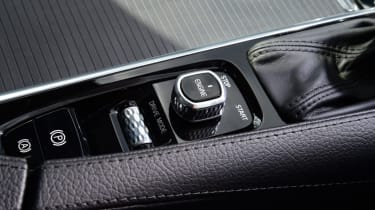 Volvo V90 Cross Country - centre console
