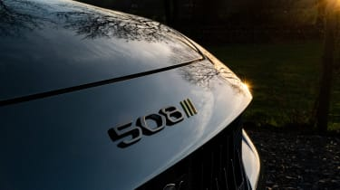 Peugeot 508 Sport Engineered - front badge