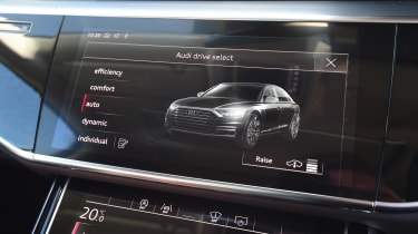 Audi A8 55 TFSI - drive select