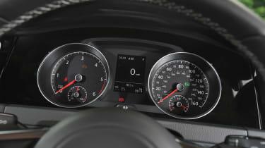 Audi A3 vs Volvo V40 vs Volkswagen Golf - Golf gauges