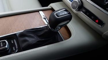 Volvo V90 - centre console