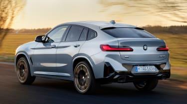 BMW X4 - rear tracking