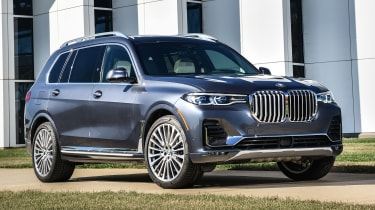 BMW X7 - front 3/4 static