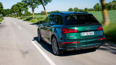 Audi SQ5 - rear action