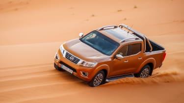 Nissan NP300 Navara pick-up dune - sand driving 5