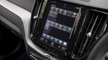 New Volvo XC60 review - infotainment