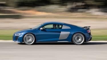 Audi R8 - side action