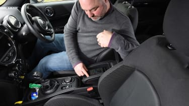 Mercedes V-Class UK drive - screen