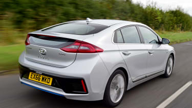 Hyundai IONIQ hybrid 2016 UK - rear tracking