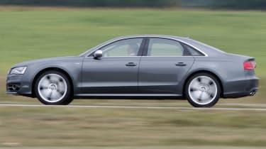 Audi S8 panning
