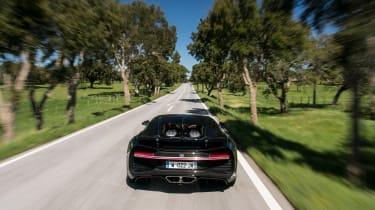 Bugatti Chiron - full rear panning