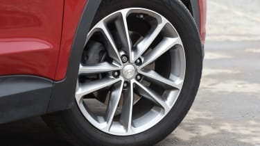 Hyundai Santa Fe - wheel detail