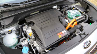 Kia Niro 2016 review - hybrid engine