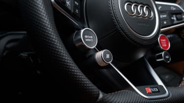 Audi R8 Spyder V10 plus - steering wheel controls