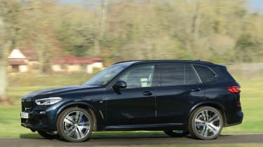 BMW X5 xDrive45e - side