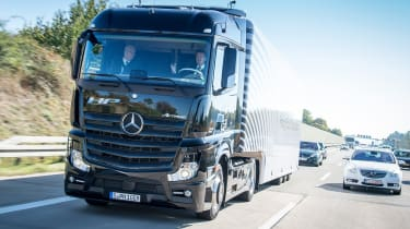 Mercedes Highway Pilot lorry - front tracking