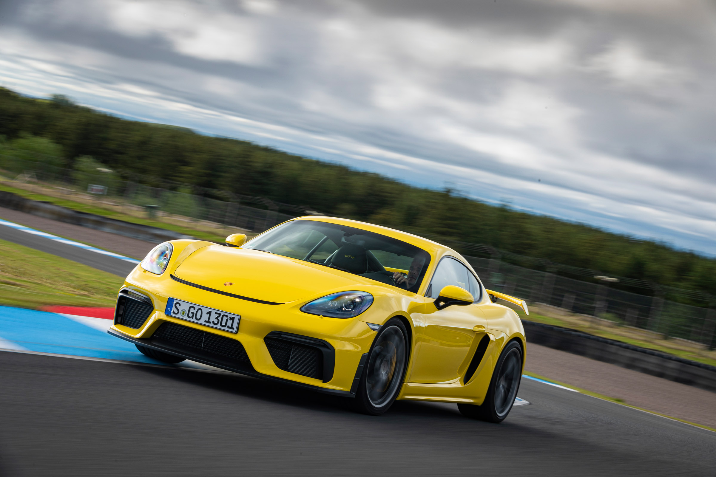 New Porsche 718 Cayman GT4 2019 review | Auto Express