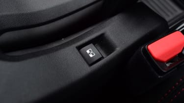 Peugeot 2008 - switch