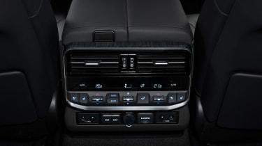 Toyota Land Cruiser - rear controls